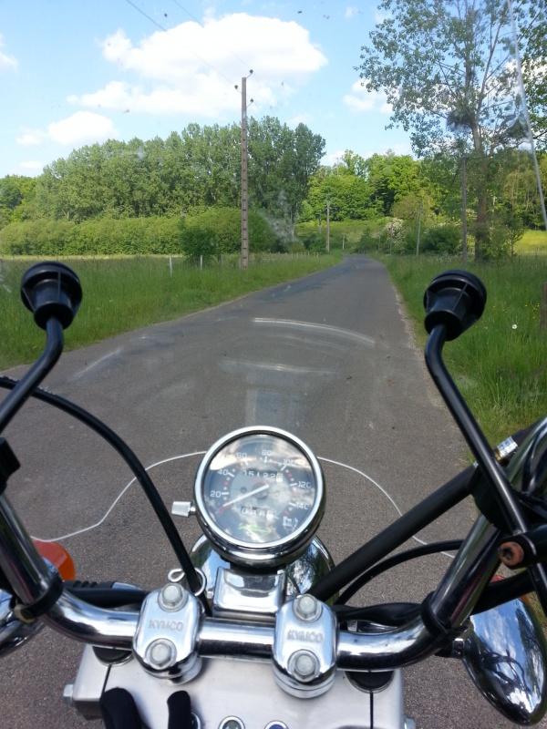 Bon juste comme ça... Y a du motard dans le coin?! - Page 2 27263620140518173140