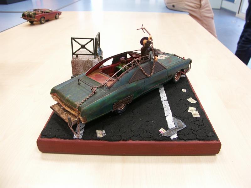 """Pontiac façon """"Mad Max"""" 1/24 avec base/décor  275060PICT7141"""