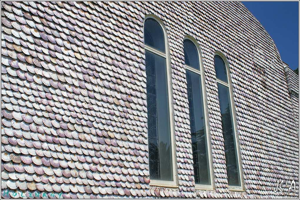 [fil ouvert] édifices religieux de toutes confessions. 2794332000AToxaEglisecouvertedecoquillesStJacquescotenGrPL