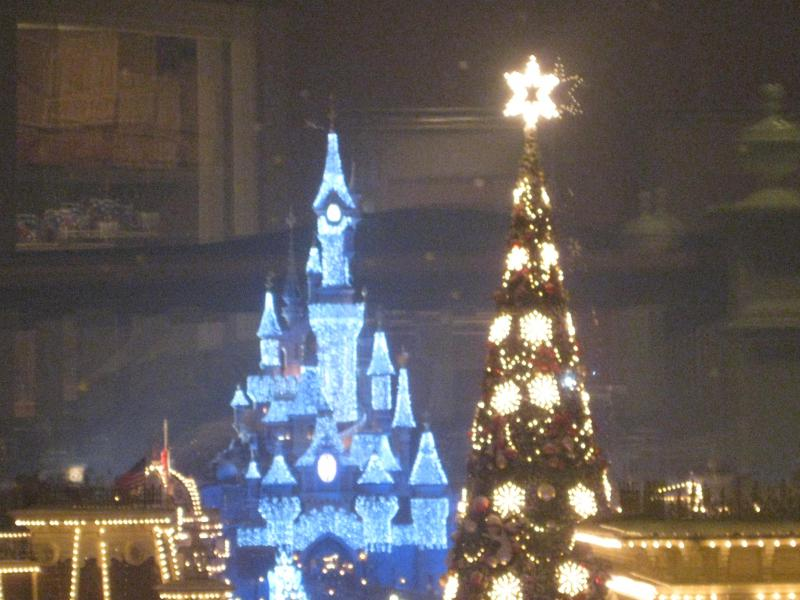[Disneyland Paris] Disneyland Hotel - chambre Castle Club (8-10 décembre 2010) (début du TR p.9) - Page 8 281853IMG2083