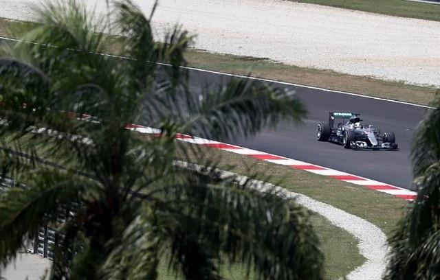 F1 GP de Malaisie 2016 (éssais libres -1 -2 - 3 - Qualifications) 2838272016LewisHamilton