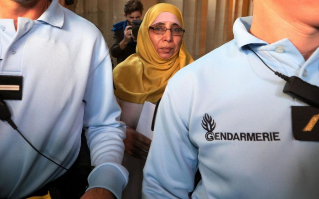 Procès : le discours ambigu de Zoulikha Aziri, la mère des frères Merah 295835891