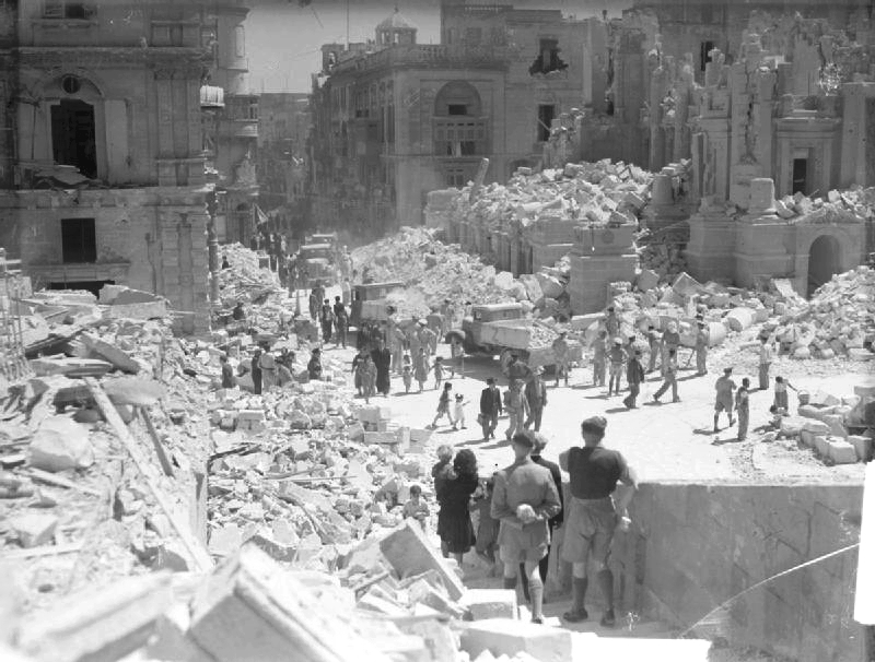 LFC : 16 Juin 1940, un autre destin pour la France (Inspiré de la FTL) 300992BombDamageMalta