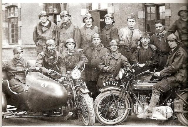 Moto René Gillet 750 type G 1929 - Page 2 316172soldat