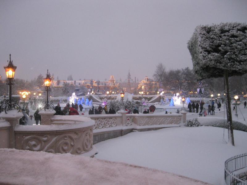 [Disneyland Paris] Disneyland Hotel - chambre Castle Club (8-10 décembre 2010) (début du TR p.9) - Page 8 325614IMG2029