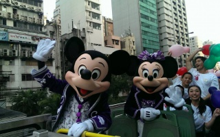 "(Hong Kong Disneyland) Disney's Sparkling Christmas 2013 + Programme ""Pump up Little Moments of Happiness"" 326040hk4"