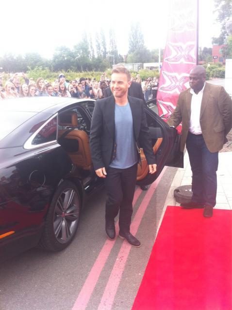 Gary arrive à l'audition de X Factor à Birmingham 1/06/11 3312915gmdnu