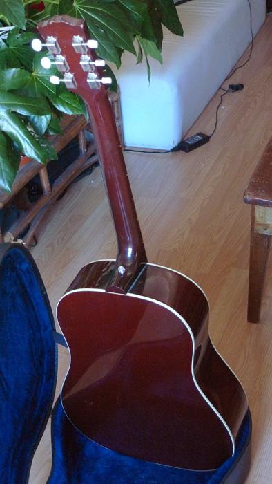 RARE : vds Gibson J-45 wine red +fishman Ellipse 2003 333525Dos