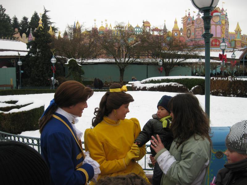 [Disneyland Paris] Disneyland Hotel - chambre Castle Club (8-10 décembre 2010) (début du TR p.9) - Page 10 335315IMG2470