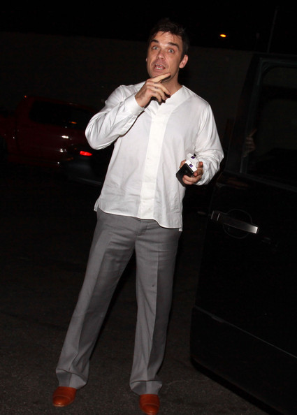 Robbie à Los Angeles 12-01-2011 339242RobbieWilliamsRobbieWilliamsLecturingSqYeLlasIjEl