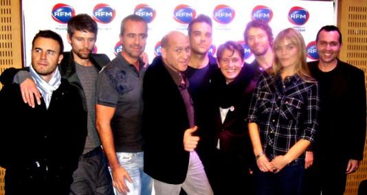 Take That dans les studios de RFM - 24-11-2010 349156TakeThatetlafamilleRFMdiapo534x374jpg