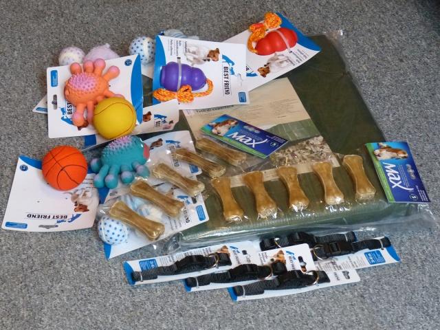Nourriture, médicaments, jouets, couvertures et divers... 350972P1000785Copie