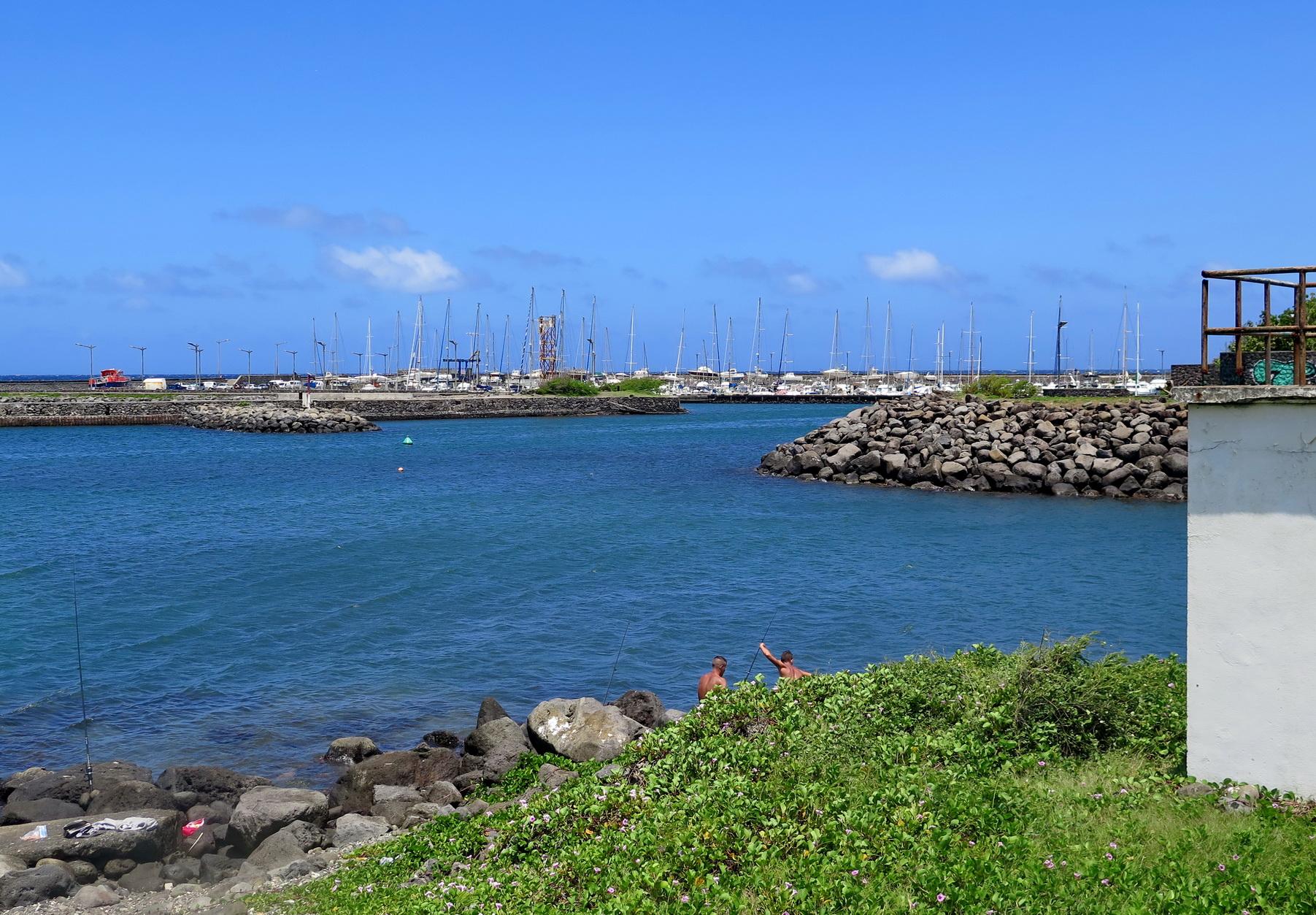 [Vie des ports] Les ports de la Réunion - Page 2 353718IMG0371