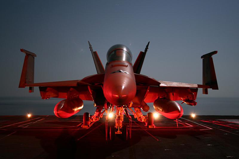 BOEING F/A-18E et F SUPER HORNET  353992BoeingF18SuperHornetUSSDwightEisenhower