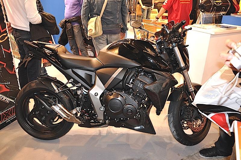 Le Nouveau Lèche Roue Bavette CB1000R - Page 4 358919DSC0007JPG