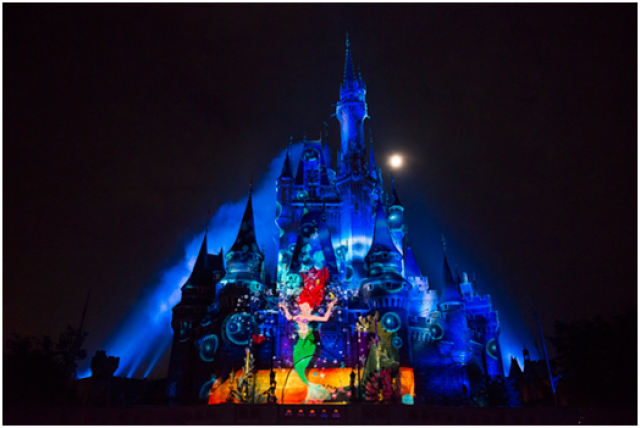 [Tokyo Disneyland] Nouveau spectacle nocturne : Once Upon a Time (29 mai 2014)  - Page 4 360651ouat1