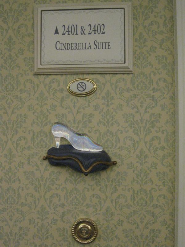 [Disneyland Paris] Disneyland Hotel - chambre Castle Club (8-10 décembre 2010) (début du TR p.9) - Page 10 362108IMG2401