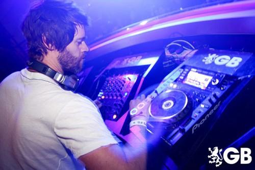 Howard DJing à Birmingham 29-01-2011 369878665x445fitbox28701vi
