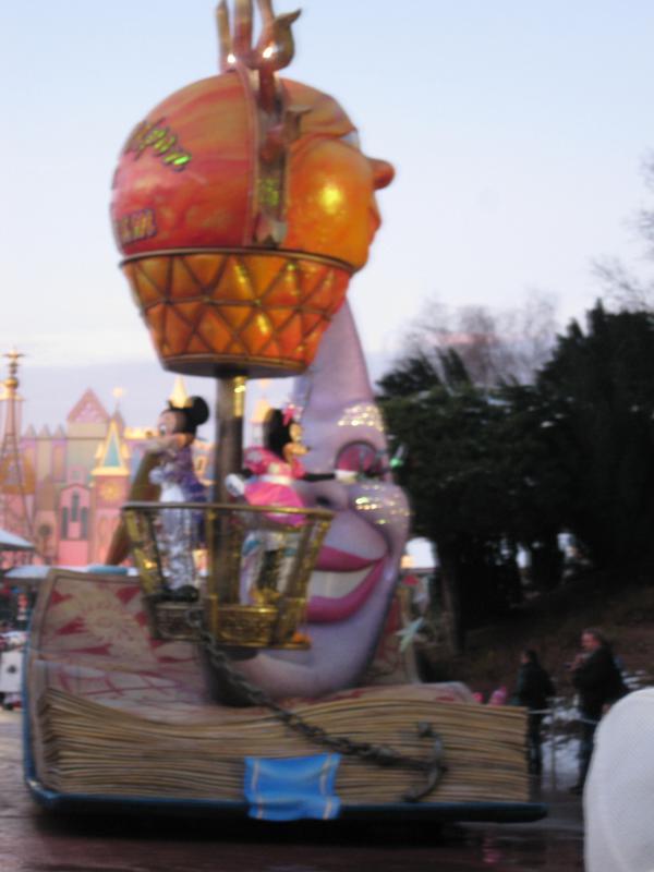 [Disneyland Paris] Disneyland Hotel - chambre Castle Club (8-10 décembre 2010) (début du TR p.9) - Page 10 374335IMG2265