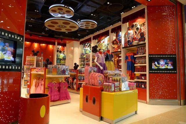 The Magic of Hong Kong Disneyland Store at Hong Kong International Airport (ouverture le 24 juin 2014) 377811HKDS3