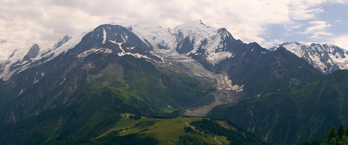 Observations neige dans le massif et la vallée - Page 7 378131LesHouches4aot2016