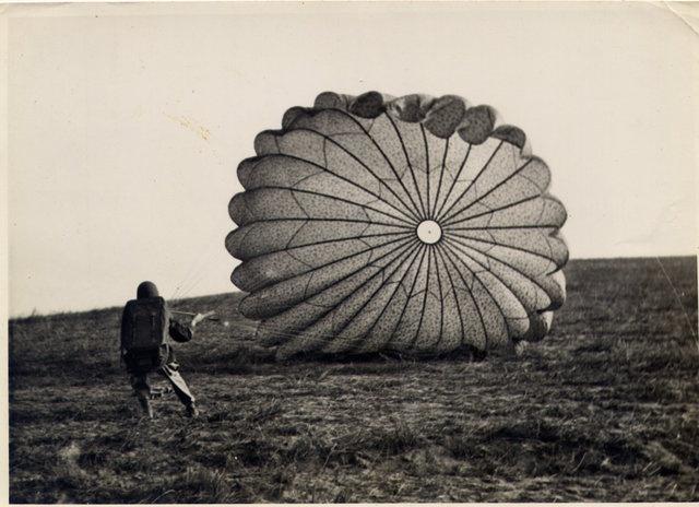 Le Bataillon de Choc 1943/1963. Photos. 381298Henriparachute1