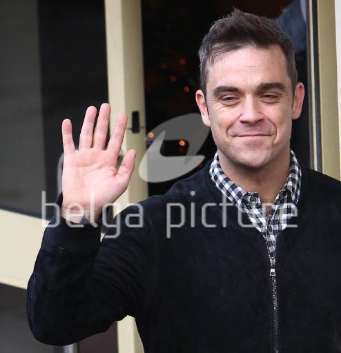Robbie au X Factor à Londres 11-12-2010 395304proxy5