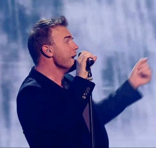 TT à X Factor (arrivée+émission) 402147gazxfact10vijpg