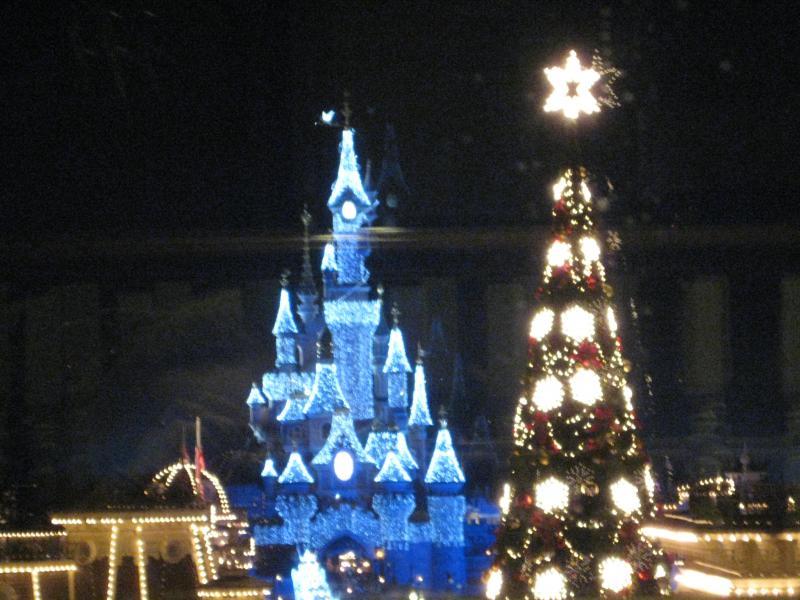 [Disneyland Paris] Disneyland Hotel - chambre Castle Club (8-10 décembre 2010) (début du TR p.9) - Page 10 403093IMG2374