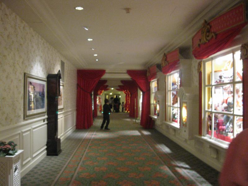 [Disneyland Paris] Disneyland Hotel - chambre Castle Club (8-10 décembre 2010) (début du TR p.9) - Page 8 418899IMG2099