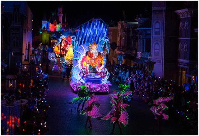 [Hong Kong Disneyland] Nouvelle parade nocturne : Disney Paint the Night (1er Octobre 2014)  - Page 4 41968133p2