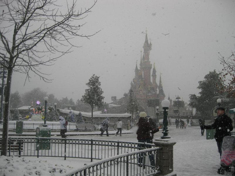 [Disneyland Paris] Disneyland Hotel - chambre Castle Club (8-10 décembre 2010) (début du TR p.9) - Page 8 431053IMG1967