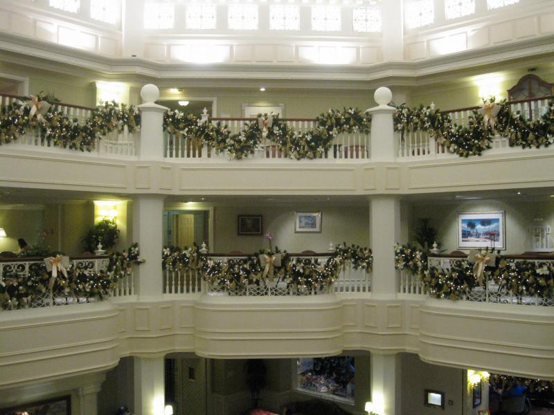 [Disneyland Paris] Disneyland Hotel - chambre Castle Club (8-10 décembre 2010) (début du TR p.9) - Page 8 433504IMG2012