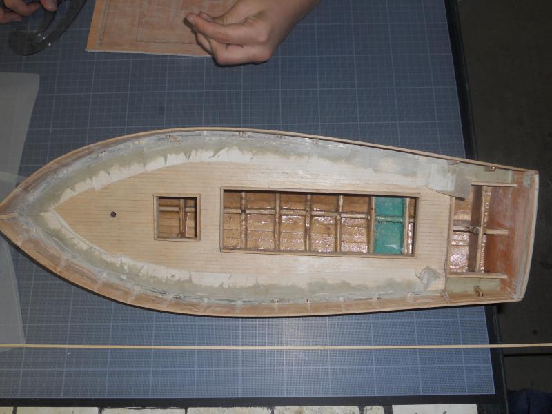 barque chalutiére au 1/20è d'après plans - Page 4 434445DSCN0347