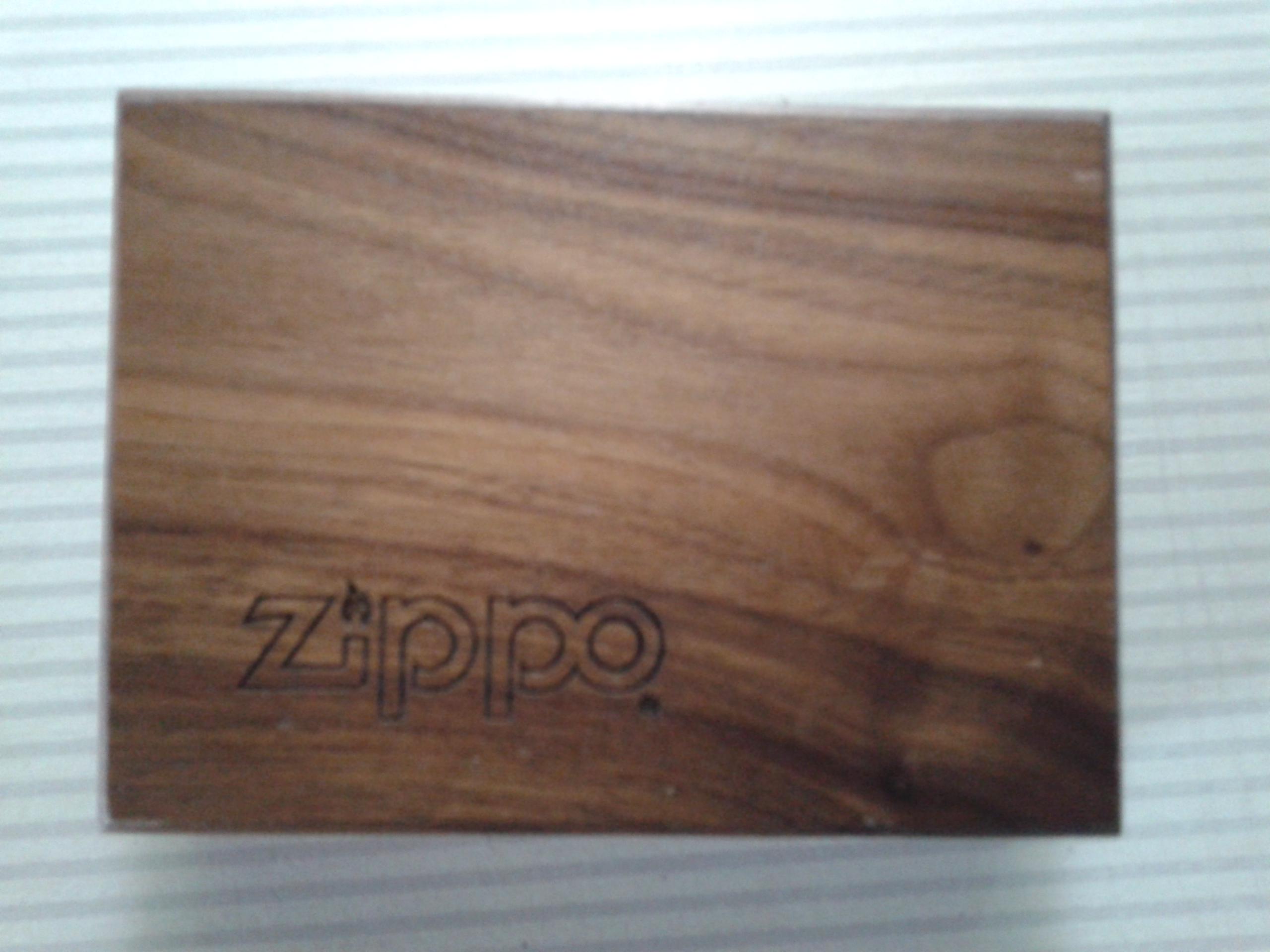 Les boites Zippo au fil du temps - Page 2 437970Walnutbox11