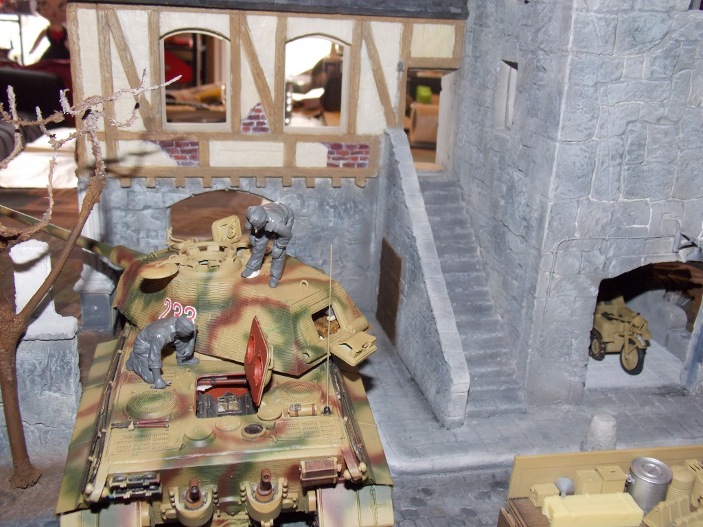 King Tiger à l'entretien Chateau de Chanteloup Aout 44       Projet terminé  - Page 3 456805DSCN5603