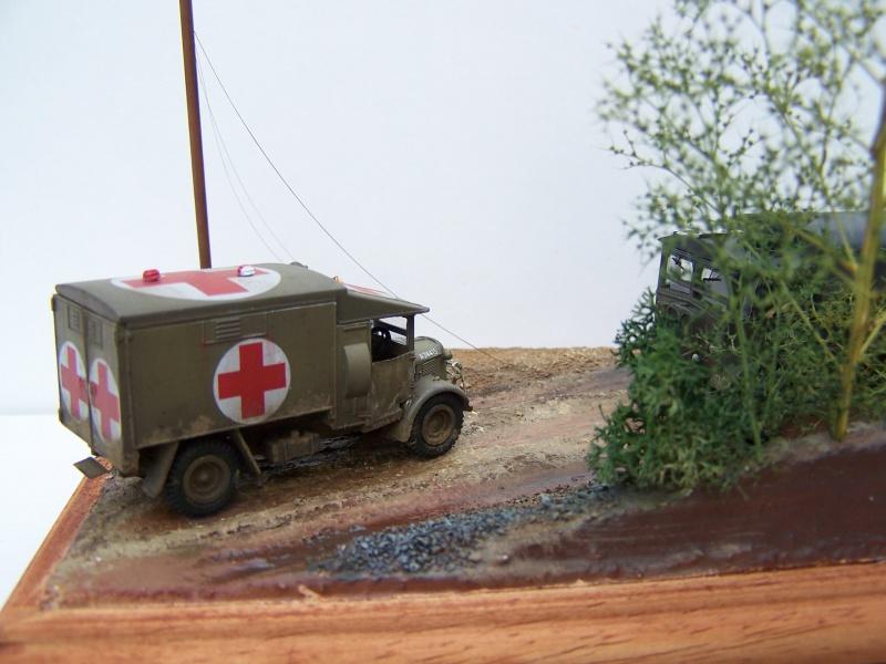 """AEC Matador et Ambulance Austin K2 """"au détour d un chemin"""" 458033MatadorAustinK2032"""