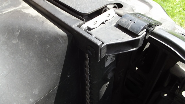 [BMW 316 i E36] Fixations du radiateur d'eau 4606799Fixationradiateurgauche