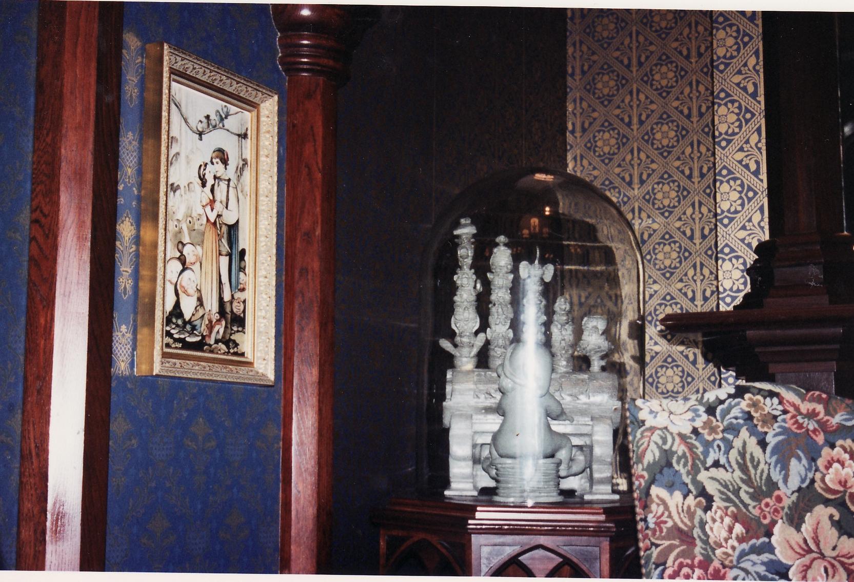 (Histoire) Lilly's Boutique a remplacé une salle du Walt's - An American Restaurant - Page 2 465135L149