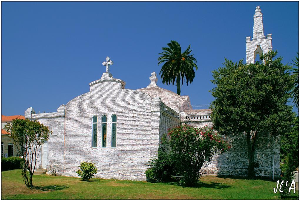 [fil ouvert] édifices religieux de toutes confessions. 4687191988AToxaEglisecouvertedecoquillesStJacques