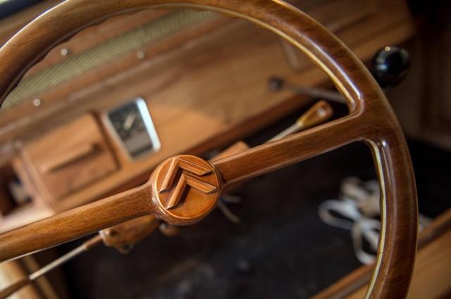 Une 2 CV en bois prête à rouler : le pari fou d'un ébéniste  4753132cvenboisvolantmichelrobillard1