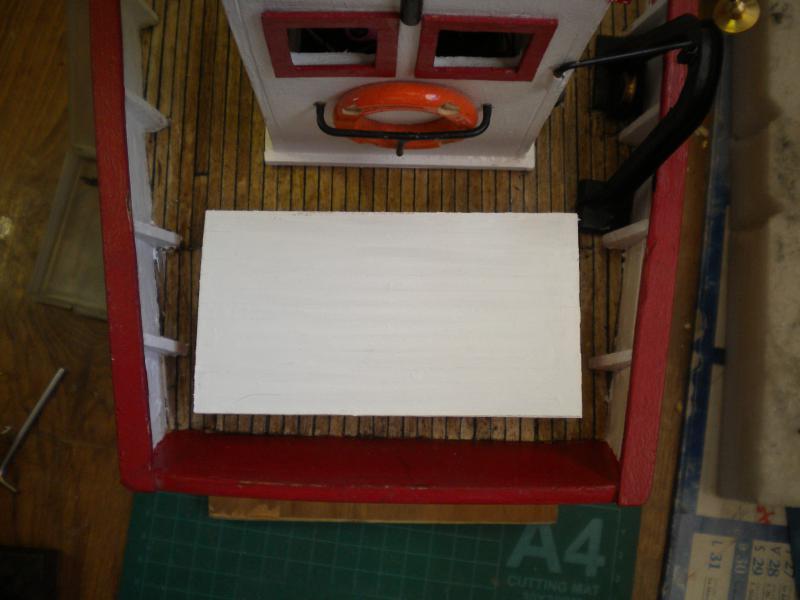 barque chalutiére au 1/20è d'après plans - Page 11 475739DSCN2685