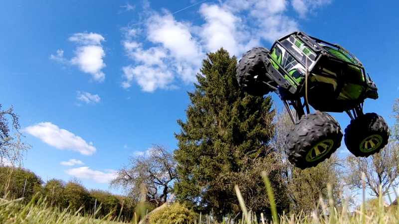 Traxxas Summit on the rocks and in the air ! 477938vlcsnap2017042318h42m07s244