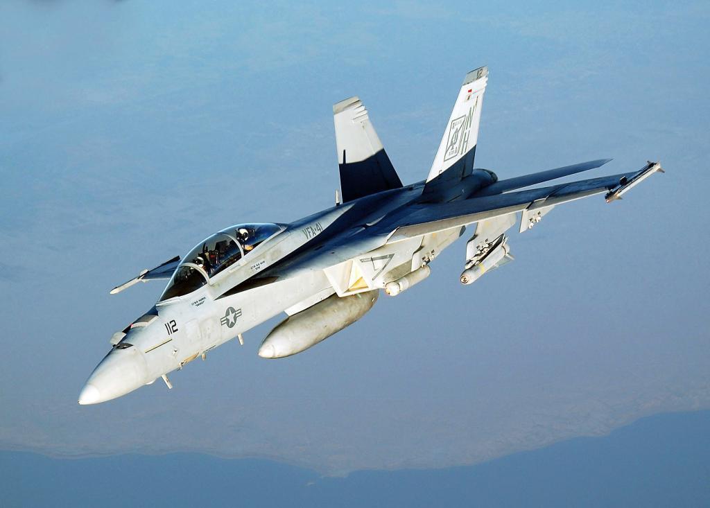 BOEING F/A-18E et F SUPER HORNET  480557BoeingF18SuperHornetVFA41premirephotoarticle