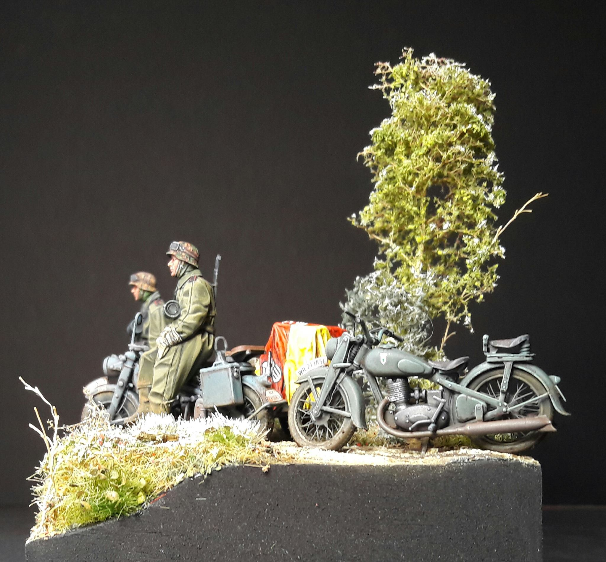 Zündapp KS750 - Sidecar - Great Wall Hobby + figurines Alpine - 1/35 - Page 5 48826320107667102118058500362361286940148o