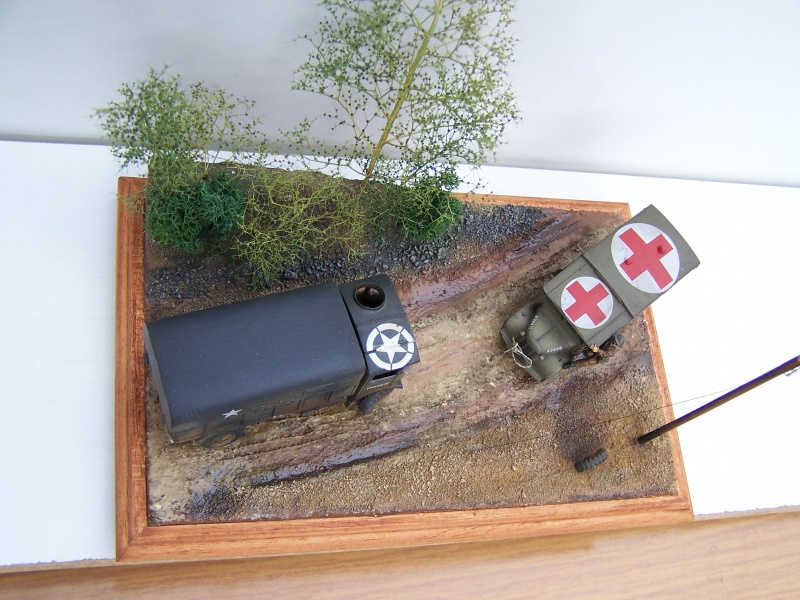 """AEC Matador et Ambulance Austin K2 """"au détour d un chemin"""" 491548MatadorAustinK2038"""