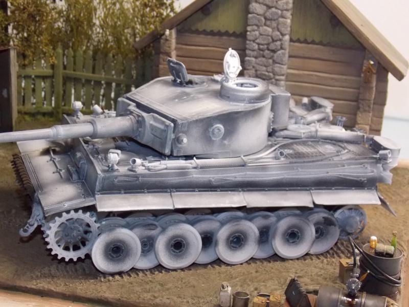 TIGRE S33  avant la bataille de Koursk juillet 43 (Dragon 1/35 dio DIODUMP) - Page 4 500083DSCN4629
