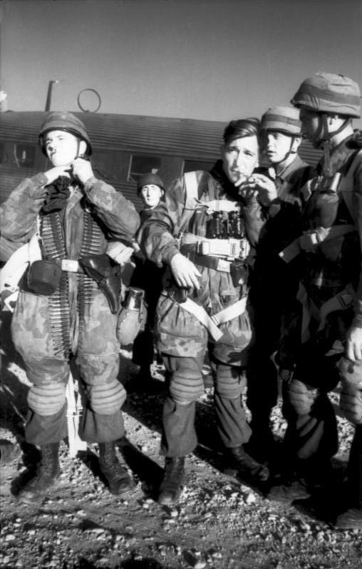 LFC : 16 Juin 1940, un autre destin pour la France (Inspiré de la FTL) 500104BundesarchivBild101I527234821KretaFallschirmjgervorStartmitJu52
