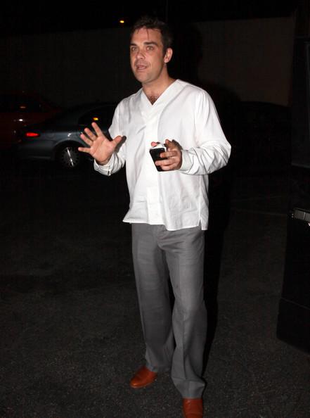 Robbie à Los Angeles 12-01-2011 501433RobbieWilliamsRobbieWilliamsLecturingE5MMcLWd3VZl