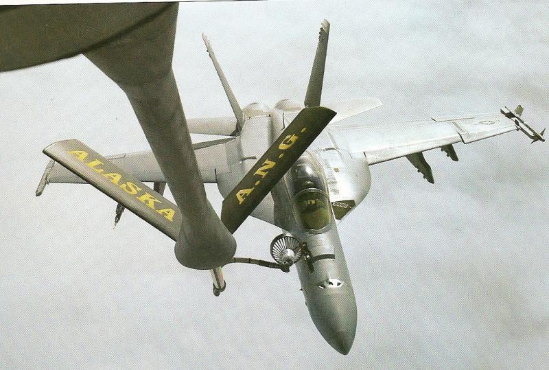 BOEING F/A-18E et F SUPER HORNET  506720BoeingF18SuperHornetravitaillementenvol